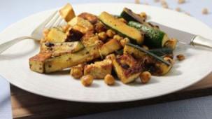 Zitronentofu mit Kichererbsen und Zucchini